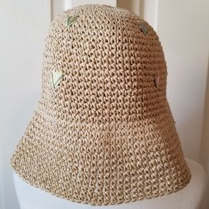 August brand vintage crocheted straw hat w/tulips